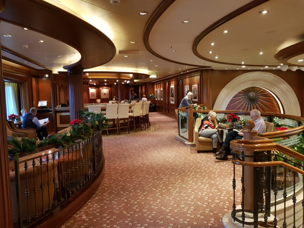 Midships Lounge