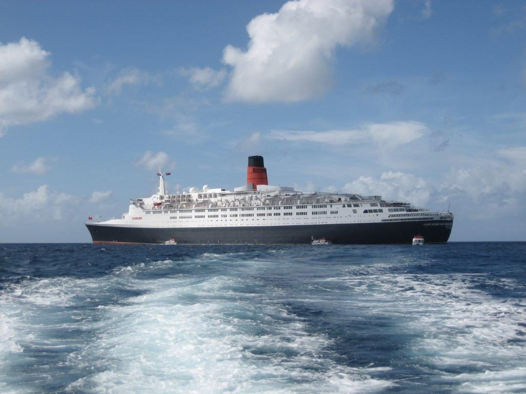 QE2 at anchor in 2008